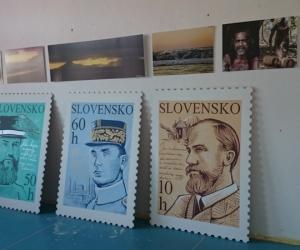 3 podobizne M.R.Štefánika - zapožičané od Café Štefánik
